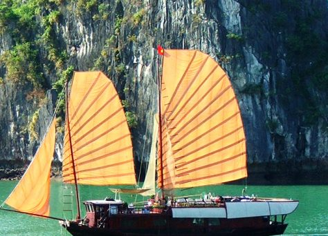 Jonque sur la baie Ha Long